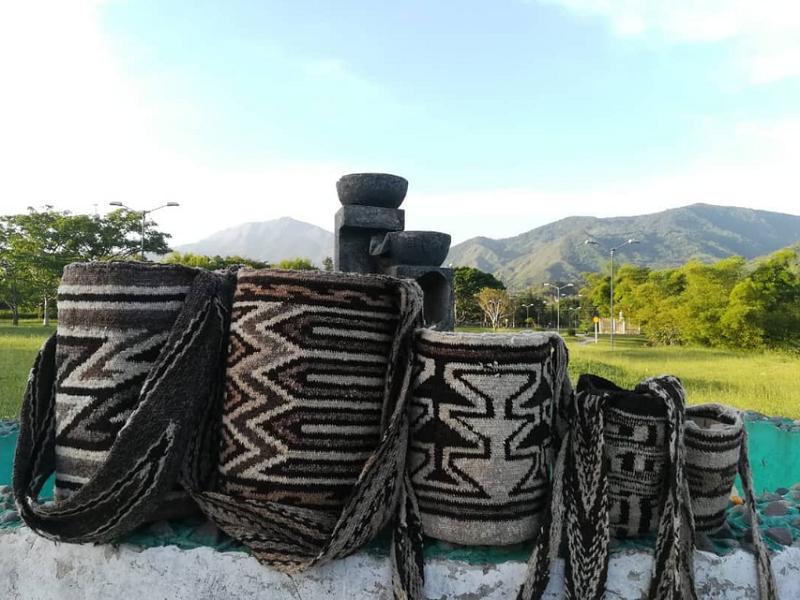 mochilas arhuacas artesanías de Colombia